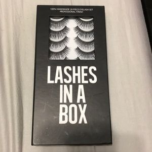 Lashes in a box style #16